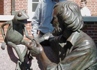 Statue of Jim Henson and Kermit outside the student union. (Maryland Newsline photo by Stephen E. Mather
