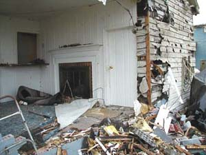 The living room spills out into the yard of a home in downtown La Plata.